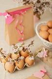 пасха счастливая Украшение пасхи - цвести разветвляет в shel стоковые изображения