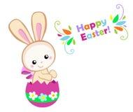пасха счастливая Милый зайчик пасхи сидя в яичке Стоковая Фотография