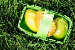 3 пасхального яйца в корзине Стоковые Изображения RF