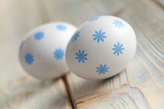 2 пасхального яйца на деревянных планках Стоковое Изображение