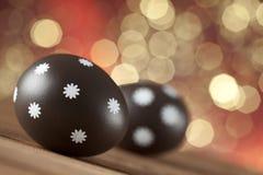 2 пасхального яйца на предпосылке светов Стоковое Изображение RF