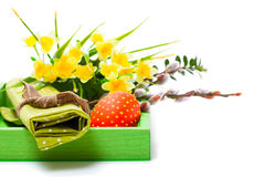 Пасхальное яйцо в корзине Стоковое Изображение