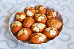 Пасхальные яйца в плите Стоковые Изображения