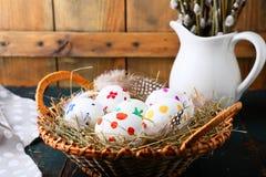 Пасхальные яйца и ветви вербы Стоковая Фотография RF