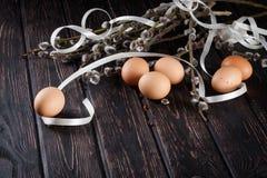 Пасхальные яйца и ветви вербы Стоковое Фото