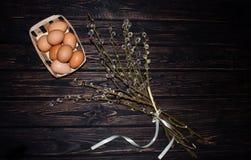 Пасхальные яйца и ветви вербы Стоковые Изображения