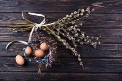 Пасхальные яйца и ветви вербы Стоковые Изображения RF
