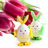 Пасхальные яйца и тюльпаны стоковое изображение rf