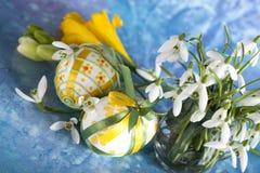 Пасхальные яйца и цветок Стоковые Фото