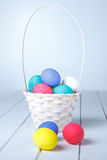 пасхальные яйца корзины Стоковая Фотография