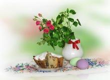 Пасхальные яйца красных роз и Стоковая Фотография RF