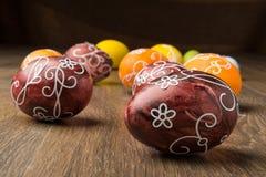 Пасхальные яйца на деревянной предпосылке Стоковые Фото