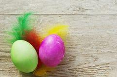 Пасхальные яйца на деревянной предпосылке Стоковые Фотографии RF