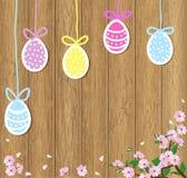 Пасхальные яйца на коричневой деревянной предпосылке с цвести разветвляют Стоковое Изображение