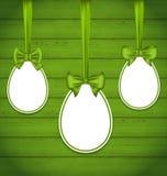 Пасхальные яйца оборачивая смычки зеленого цвета Стоковые Фотографии RF