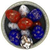 Пасхальные яйца покрашенные с золотом. Взгляд от верхней части. Стоковые Фото