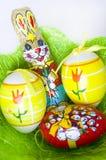 Пасхальные яйца с вертикалью зайчика шоколада Стоковые Изображения RF