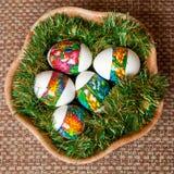 Пасхальные яйца в корзине Стоковое Изображение