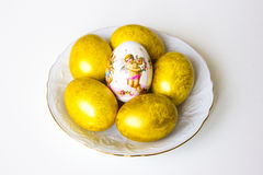 6 пасхальных яя на таблице Стоковое фото RF