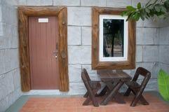 Патио дома с деревянным столом Стоковое фото RF