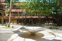 патио офиса фонтана здания Стоковое Фото