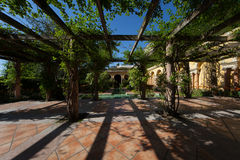 Патио сада в среднеземноморской вилле Стоковое Изображение