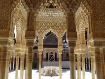 Патио de los Леон в Альгамбра granada Испания стоковые фотографии rf