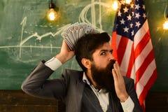 Патриотизм и свобода патриотизм и финансовая свобода бородатого человека стоковые фотографии rf