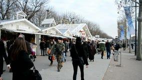 Патруль безопасностью на des Champs-Elysees бульвара, Париж, видеоматериал