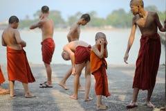 ПАТТАЙЯ ТАИЛАНД - APRIL16,2018: неопознанная группа в составе буддист Стоковое Изображение RF