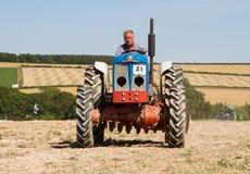 Пахать трактора старого fordson супер главный Стоковое Изображение