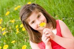 пахнуть девушки цветка Стоковая Фотография RF