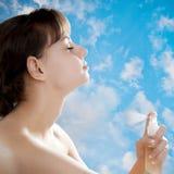пахнуть дух девушки Стоковые Фотографии RF