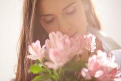 пахнуть цветков Стоковая Фотография