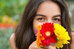 пахнуть цветков Стоковые Изображения RF