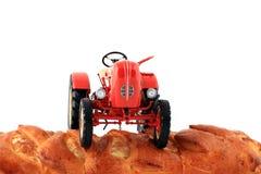 пахотноспособный трактор земли зерна Стоковое Фото