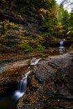 Пахта падает парк штата - водопад осени - Ithaca, Нью-Йорк стоковые фотографии rf