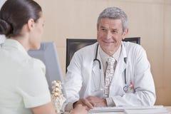 пациент мужчины доктора Стоковое фото RF