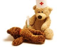 пациент сотрудника военно-медицинской службы Стоковая Фотография