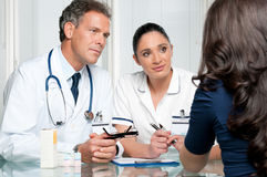 пациент стационара обсуждения медицинский стоковые изображения