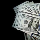 Пачка 100 долларов изолированных на черноте Стоковое Изображение RF