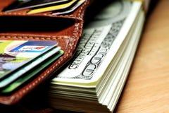 Пачка долларов в ваших карточках бумажника и банка Стоковые Изображения RF