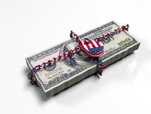 Пачка долларов запертых вверх с цветами американский флаг, как концепция защита политика национальная валюта Стоковое Изображение RF