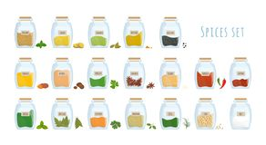 Пачка специй, который хранят в закрытых стеклянных изолированных опарниках на белой предпосылке Установите пряных condiments, аро стоковое фото rf