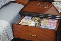 Пачки банкнот в прикроватном столике Стоковое фото RF