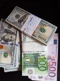 Пачки вкладов США и евро стоковые фотографии rf