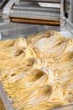 Пачки свеже сделанных итальянских макаронных изделий спагетти Стоковое фото RF