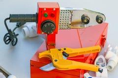 Паяя утюг и ножницы для полипропилена стоковые фото