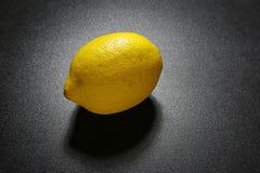 падает вода лимона Стоковые Фото