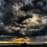 падает окно захода солнца шторма дождя форточки Стоковые Фото